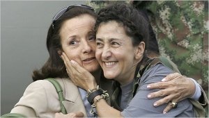 Ingrid Betancourt\'s first encounter with her mother after 6 years of captivity